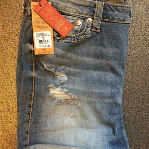 True religion skinny curvy fit jean shorts size 40